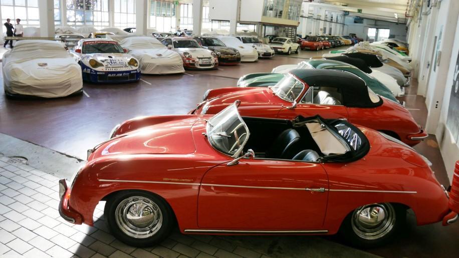 Khám phá nhà kho bí mật chứa những chiếc Porsche cực hiếm 10