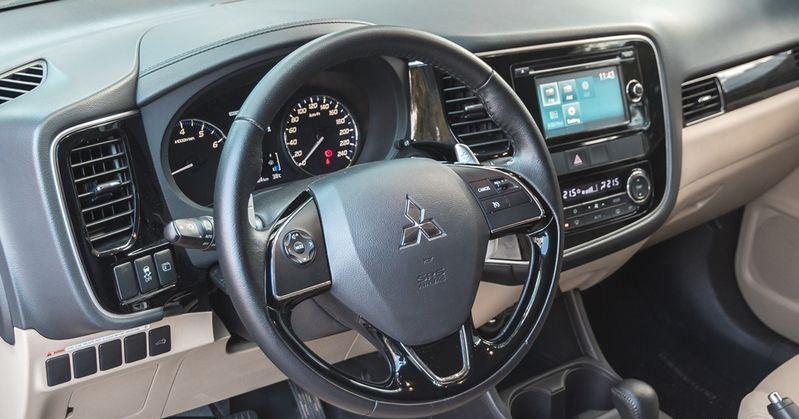 Vô lăng của Mitsubishi Outlander 2017