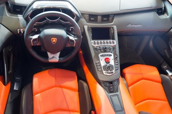 vô lăng Lamborghini Aventador màu cam 10