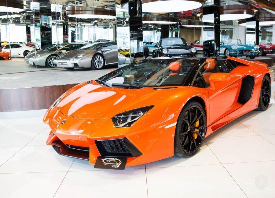 đầu xe Lamborghini Aventador màu cam 4