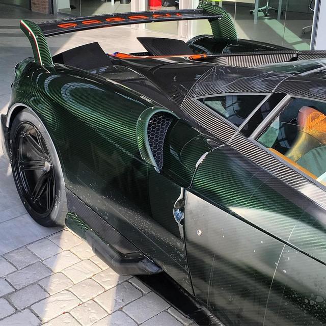 đuôi xe Pagani Huayra BC 8