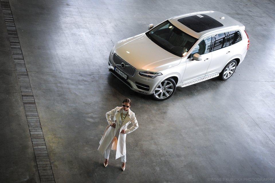 Người đẹp Ba Lan khoe dáng bên Volvo XC90 6