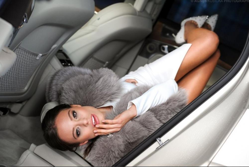 Người đẹp Ba Lan khoe dáng bên Volvo XC90 9