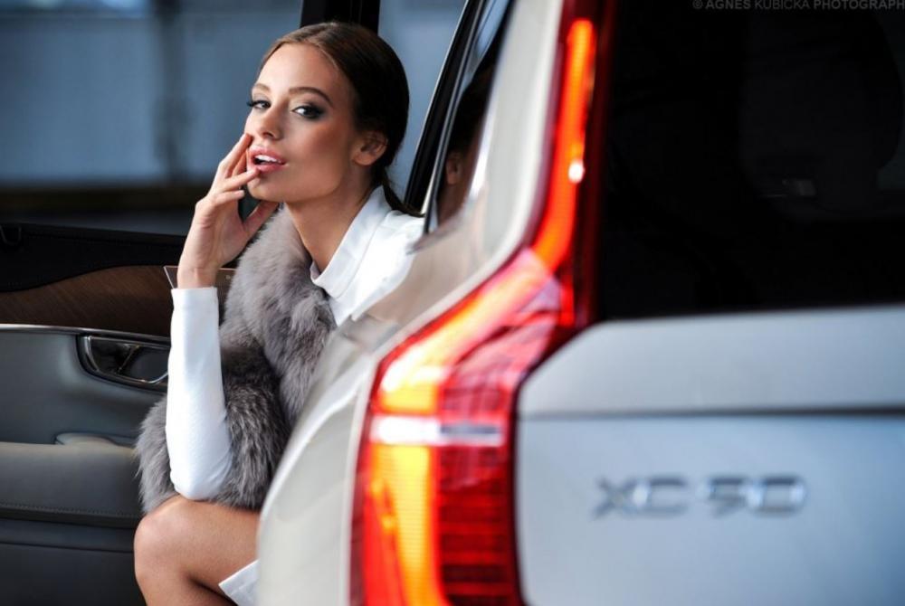 Người đẹp Ba Lan khoe dáng bên Volvo XC90 8