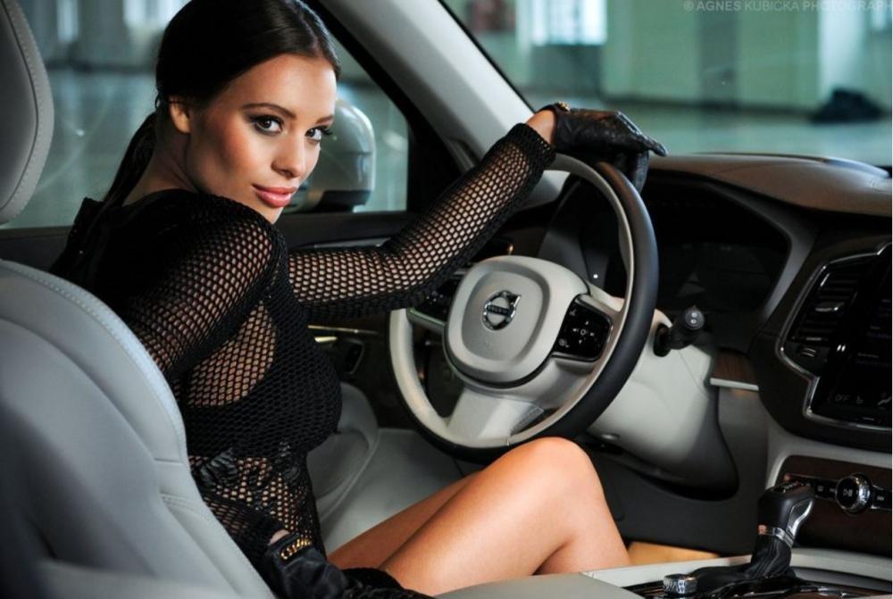 Người đẹp Ba Lan khoe dáng bên Volvo XC90 10
