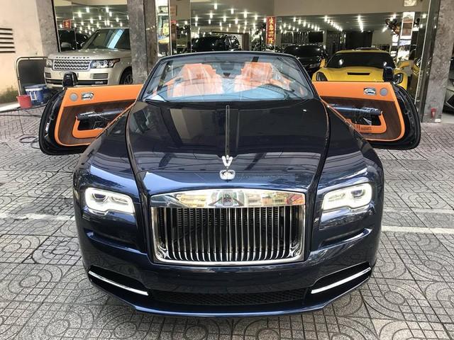 đầu xe Rolls-Royce Dawn 2