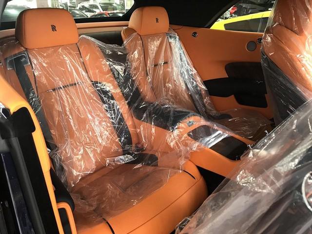 ghế sau Rolls-Royce Dawn 7
