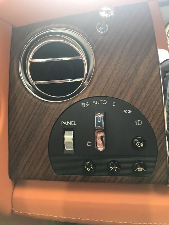 nút điều chỉnh Rolls-Royce Dawn 10