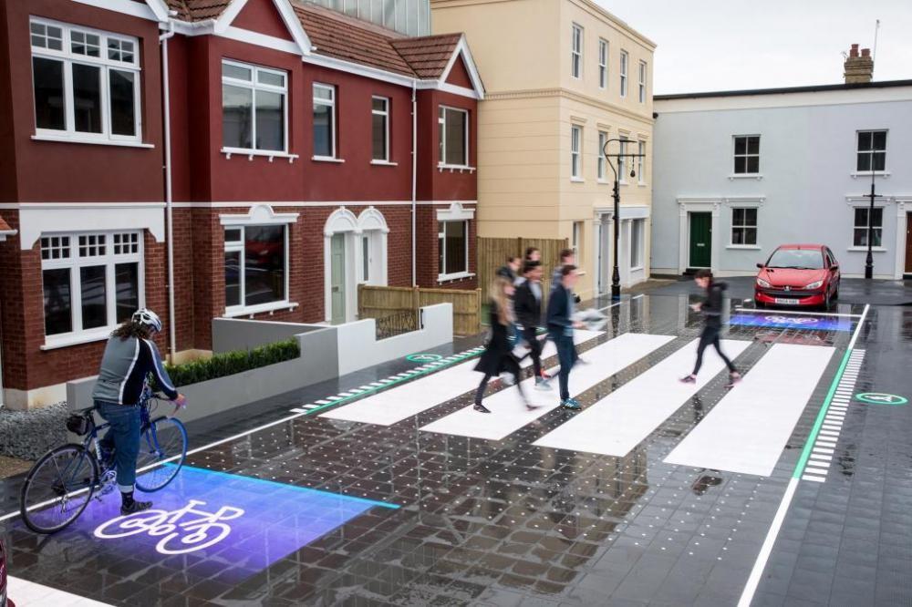 Mặt đường LED giúp người đi bộ tránh được nhiều tình huống nguy hiểm 01
