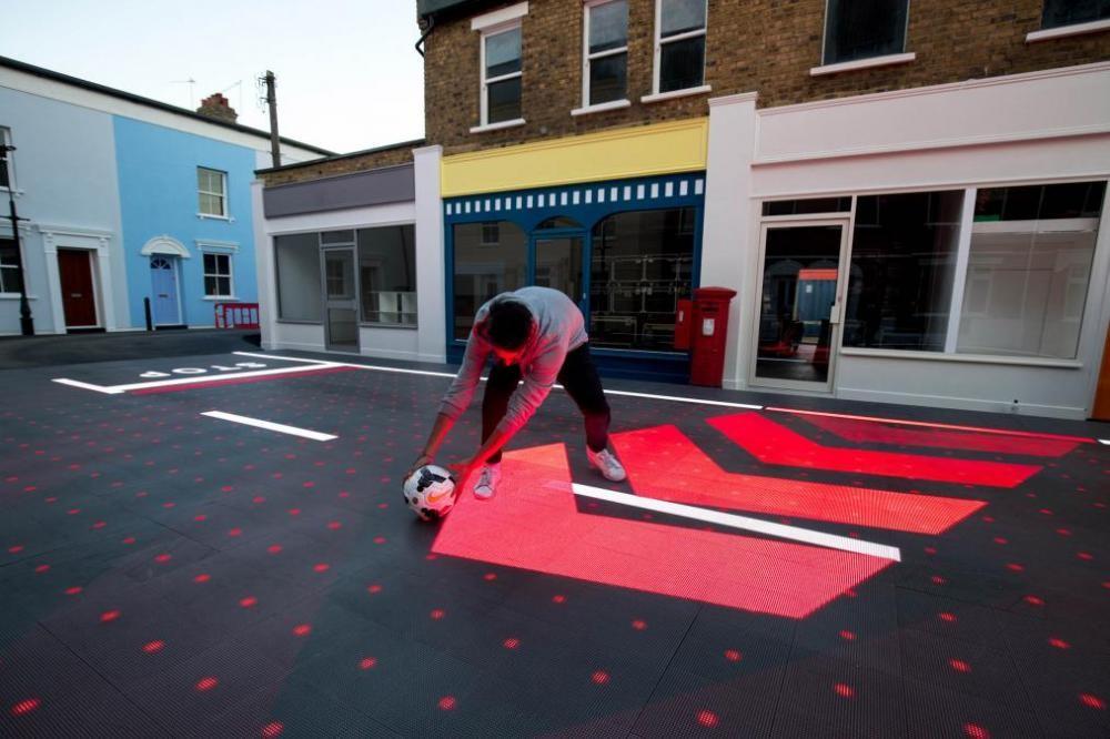 Mặt đường LED giúp người đi bộ tránh được nhiều tình huống nguy hiểm 02