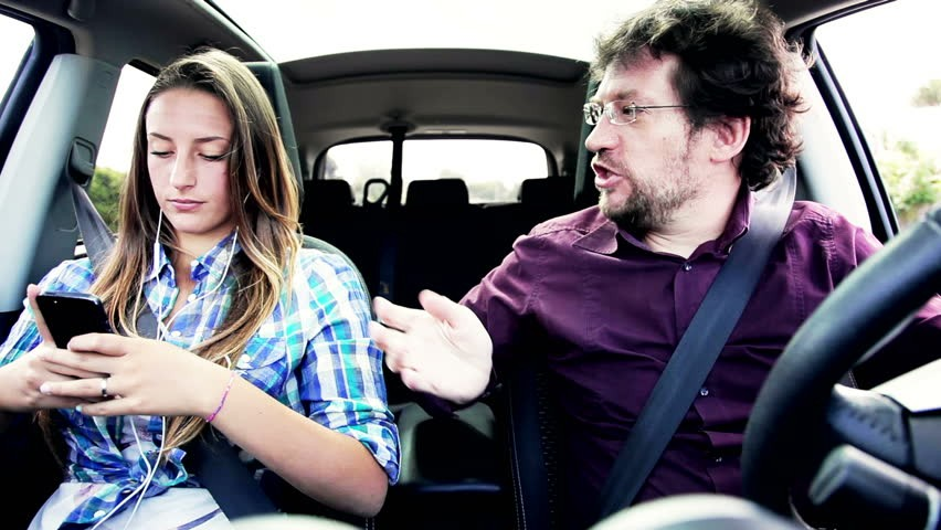 Việc nổi giận hay là hét với người cùng tham gia giao thônghoặc với người đang ngồi trong xe của bạn là một tình huống cực kỳ nguy hiểm