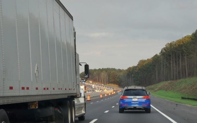 Bám đuôi xe tải khi di chuyển có thể sẽ gây tai nạn thảm khốc