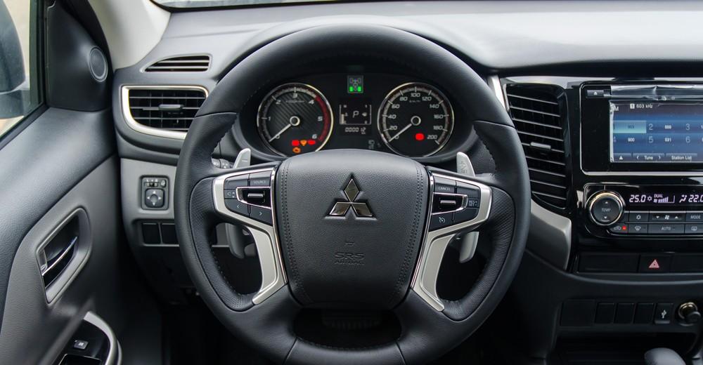 Vô lăng Mitsubishi Triton 2017