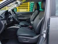 Hàng ghế trước của Mitsubishi Triton 2017