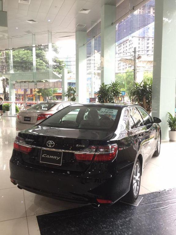 đuôi xe Toyota Camry 2017 3