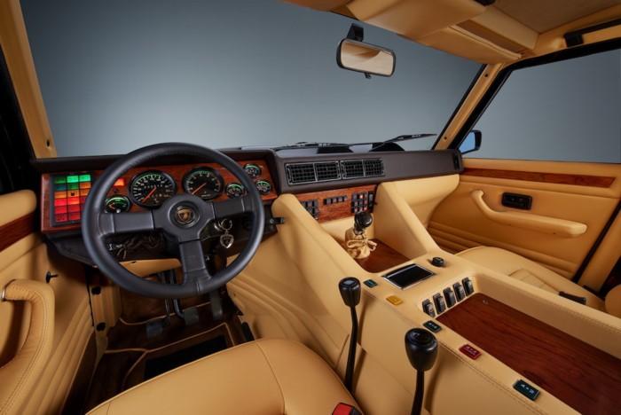 nội thất Lamborghini LM002 5