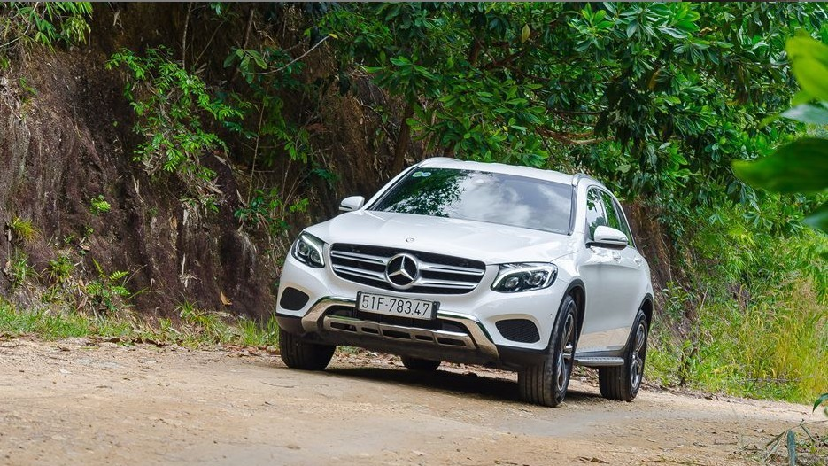 Cảm giác lái của Mercedes-Benz GLC-Class 2017