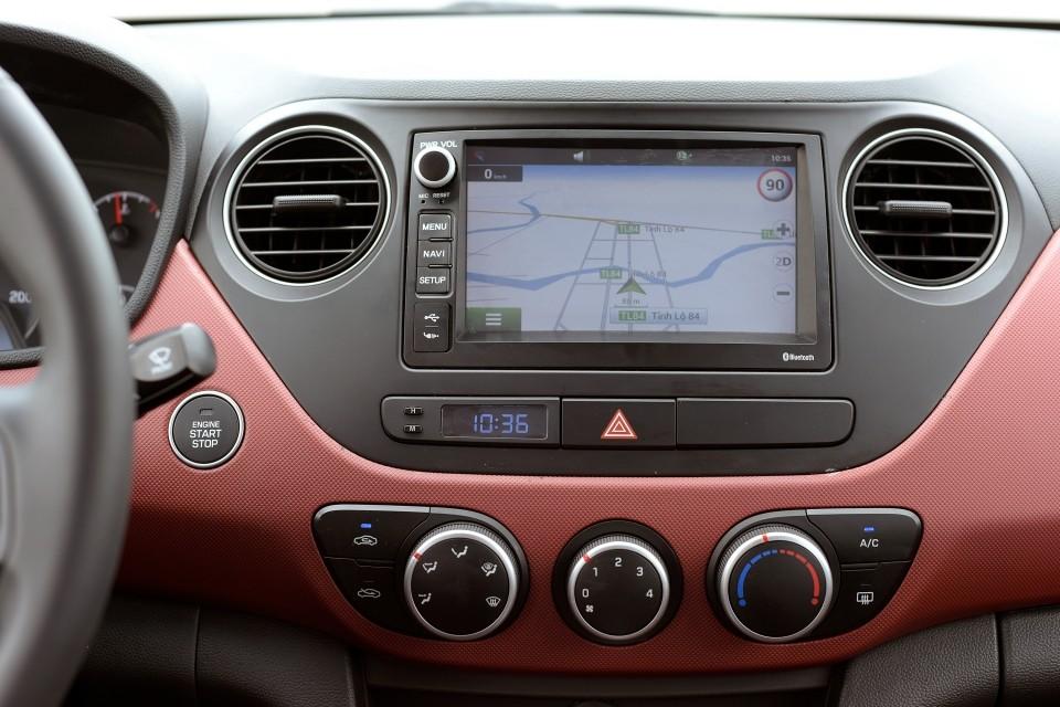 màn hình Hyundai Grand i10 2017 18