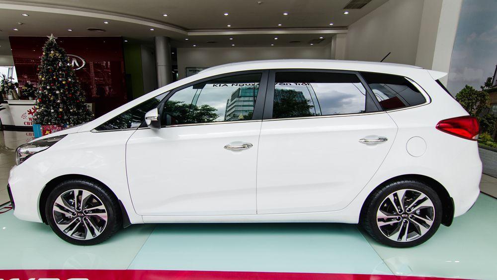 thân xe Kia Rondo 2017 7