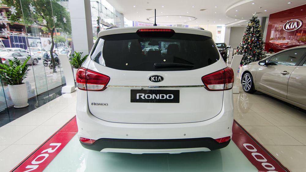 đuôi xe Kia Rondo 2017 10