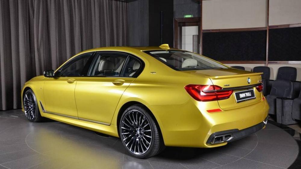 đuôi xe BMW M760Li 4
