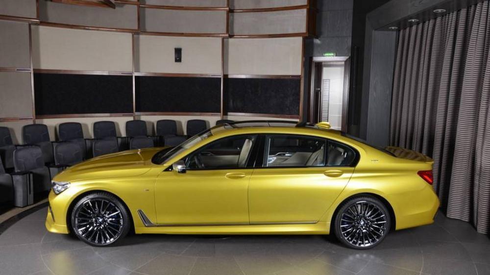 thân xe BMW M760Li 3