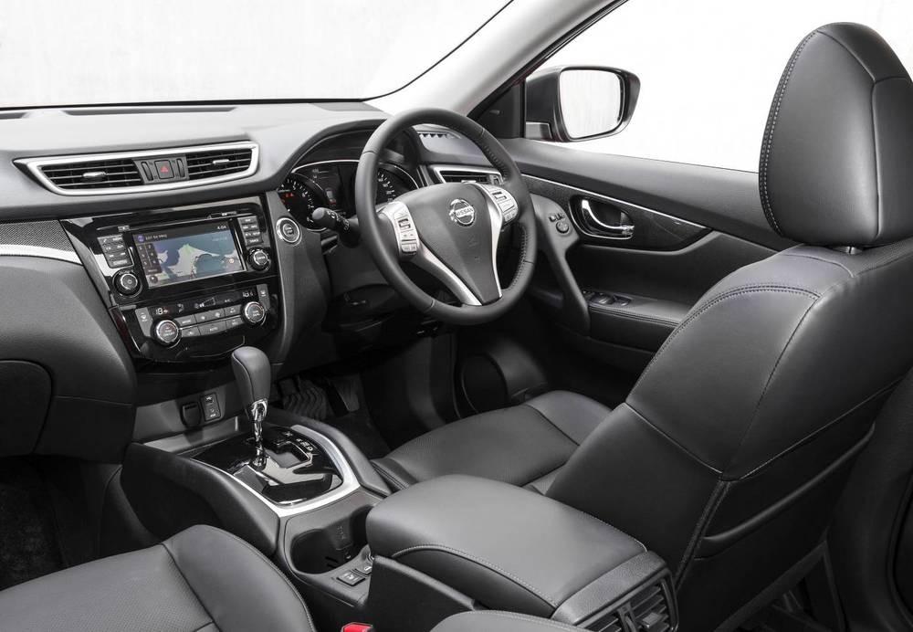 Khoang cabin của Hyundai SantaFe 2017 và Nissan X-Trail 2017