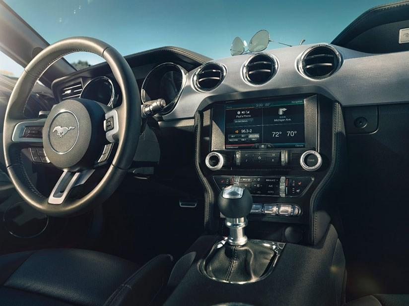 Trang bị tiện nghi trên Ford Mustang 2015