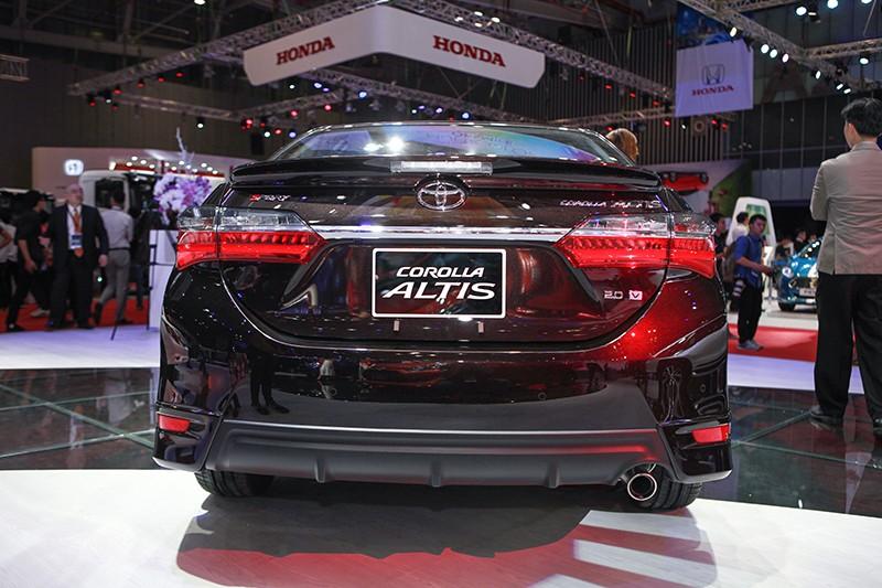 đuôi xe Toyota Corolla Altis