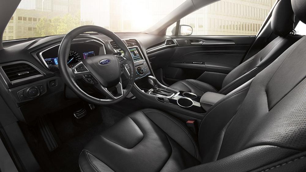 Ford Fusion bị điều tra vì nguy cơ rụng vô-lăng
