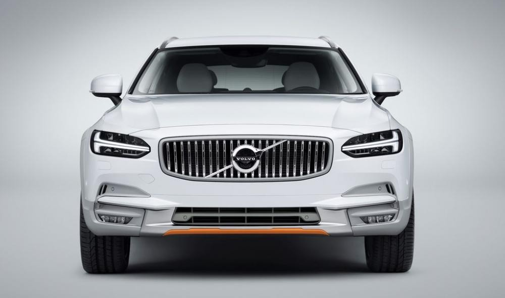 đầu xe Volvo V90 Cross Country Ocean Race 1
