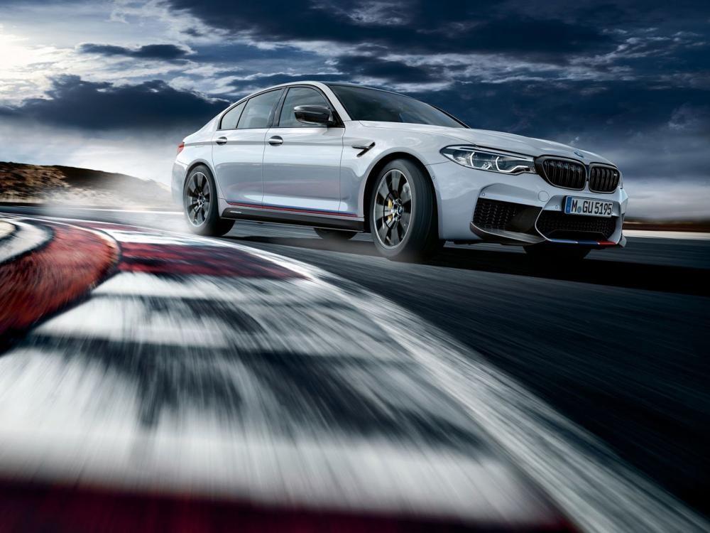 BMW M5 M Performance Parts 2018 trên đường chạy 1