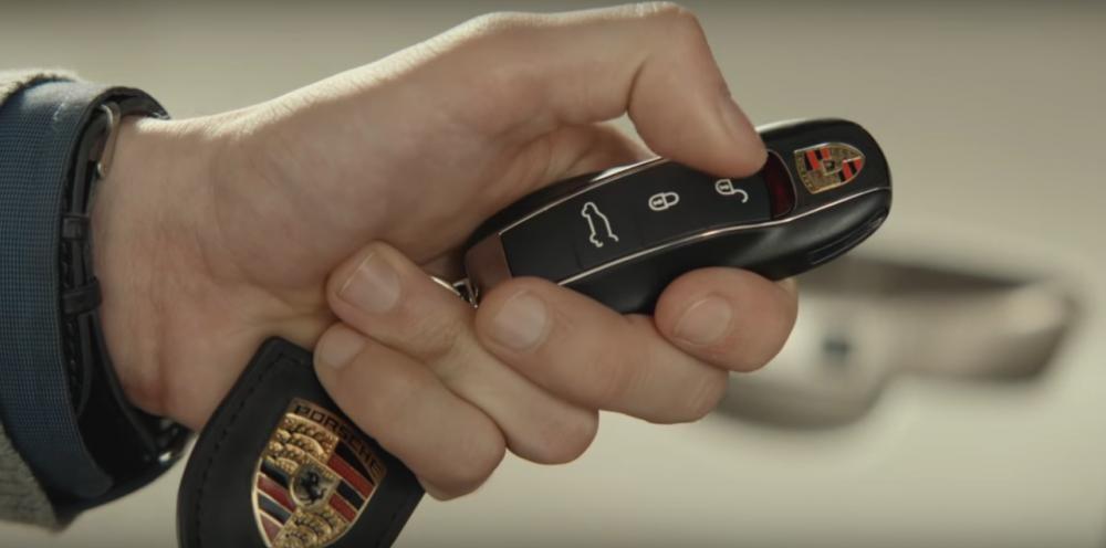 chìa khóa thông minh của Porsche Cayenne 2017