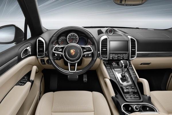 khoang nội thất của Porsche Cayenne 2017