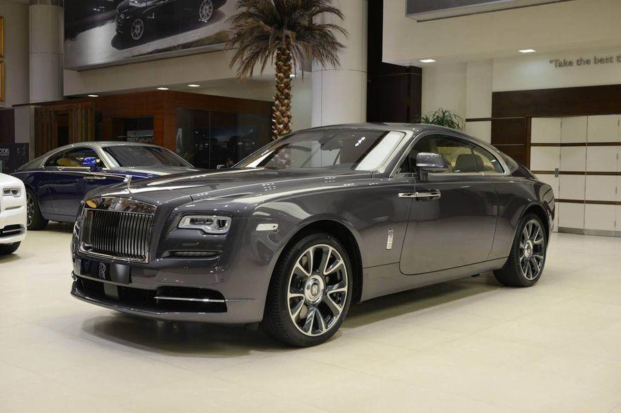 đầu xe Rolls-Royce Wraith 3