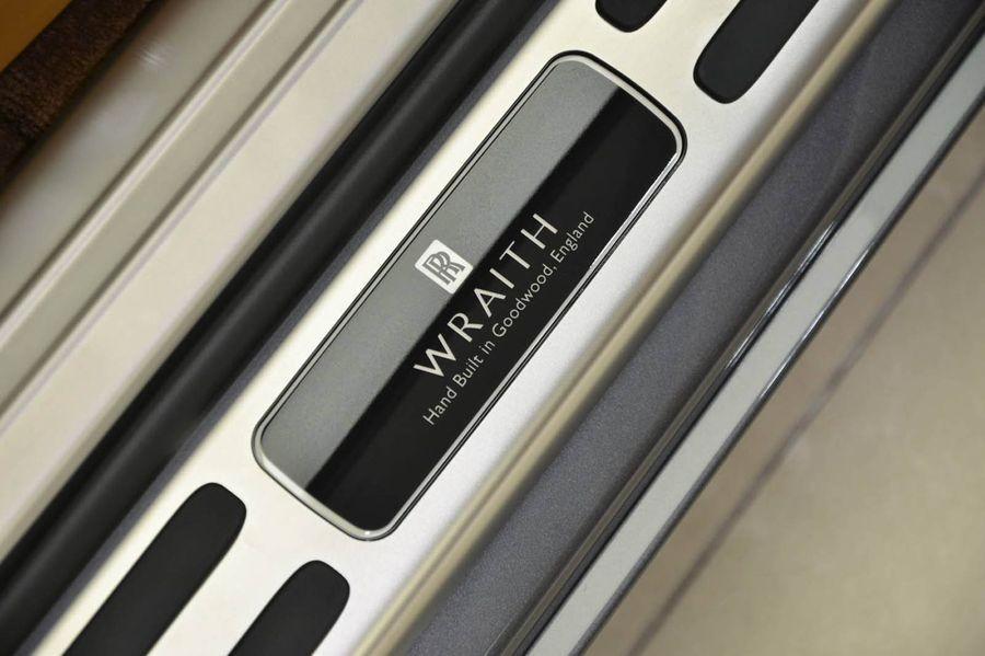huy hiệu Rolls-Royce Wraith 10
