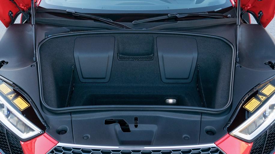 khoang hành lý của Audi R8 2017