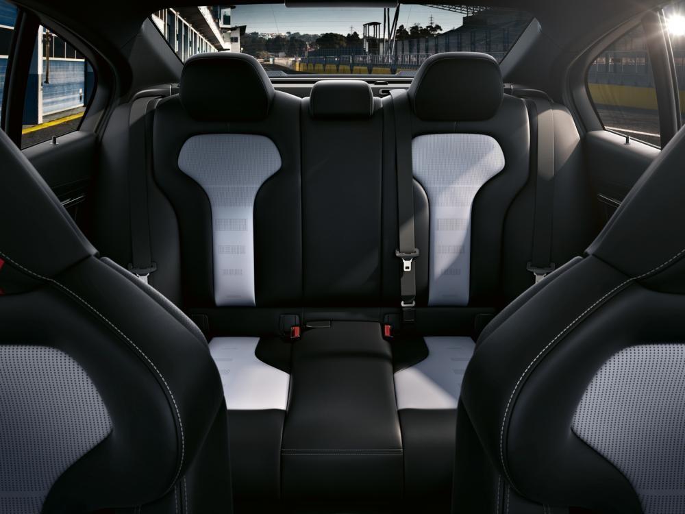 ghế sau BMW M3 CS 2018 12