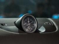 đồng hồ analog của Maserati Levante 2017