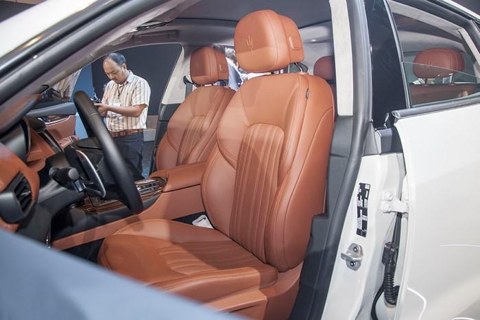 khoang nội thất của Maserati Levante 2017