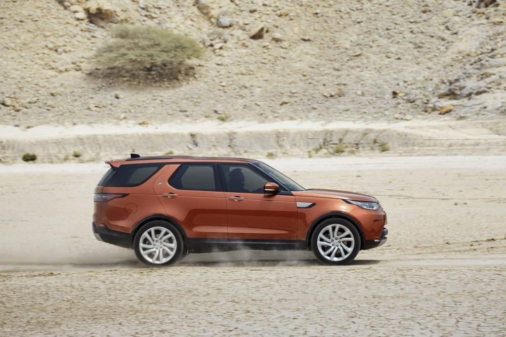 Land Rover Discovery 2018 trên đường chạy 8