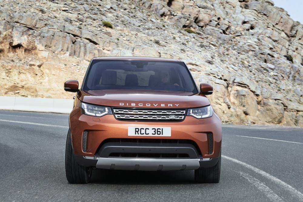 Land Rover Discovery 2018 trên đường chạy 7