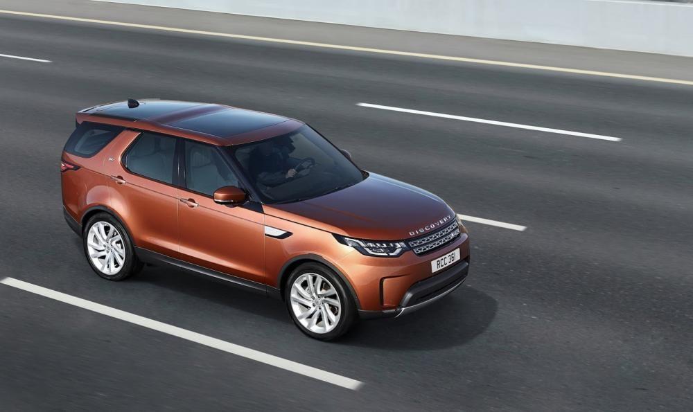 Land Rover Discovery 2018 trên đường chạy 9