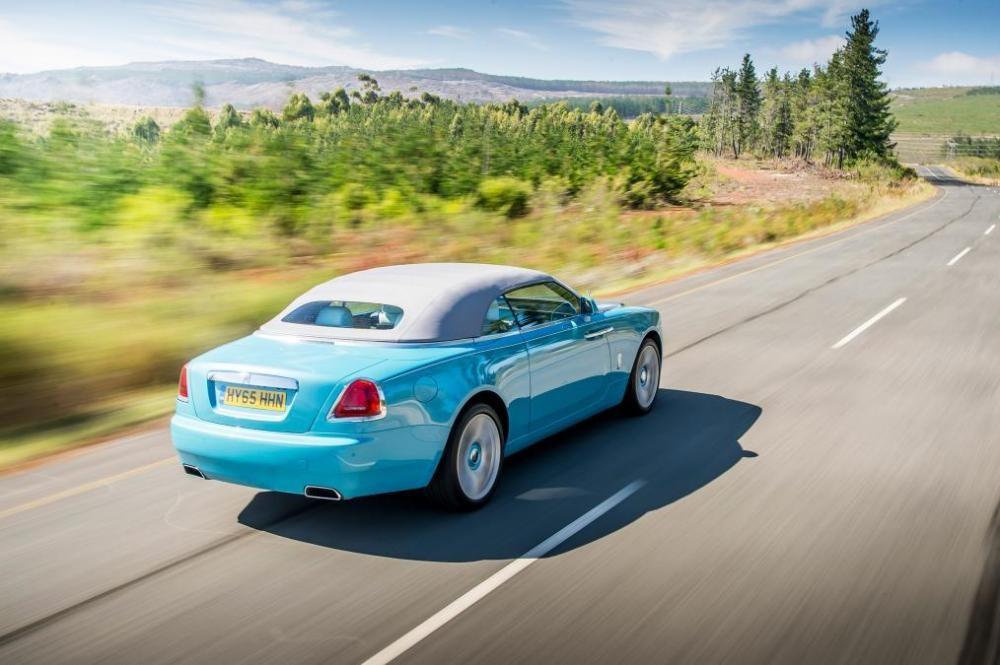 Rolls-Royce Dawn trên đường chạy 7