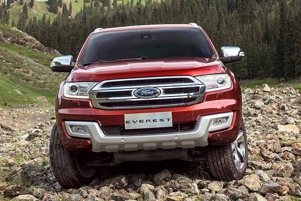 thiết kế đầu xe của Toyota Fortuner 2017 và Ford Everest 2016