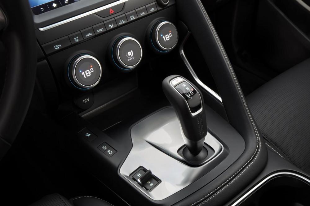 cần gạt số Jaguar E-Pace 2018 12