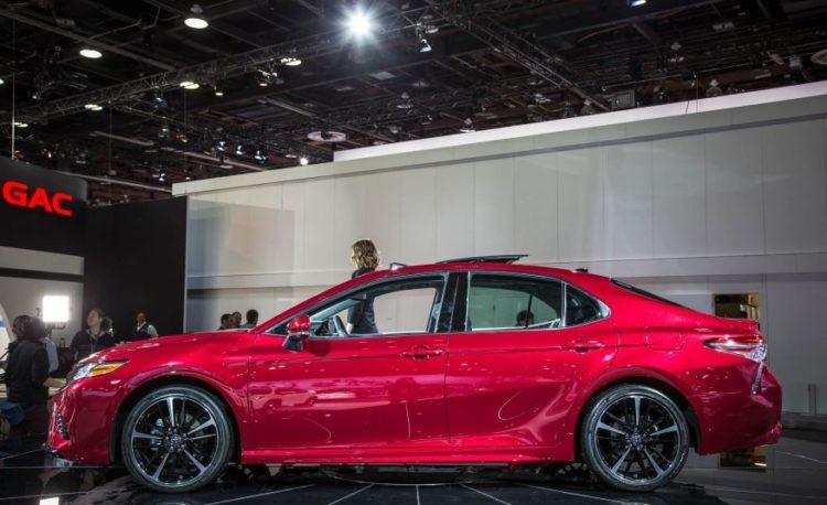 thân xe của Honda Accord 2018 và Toyota Camry 2018