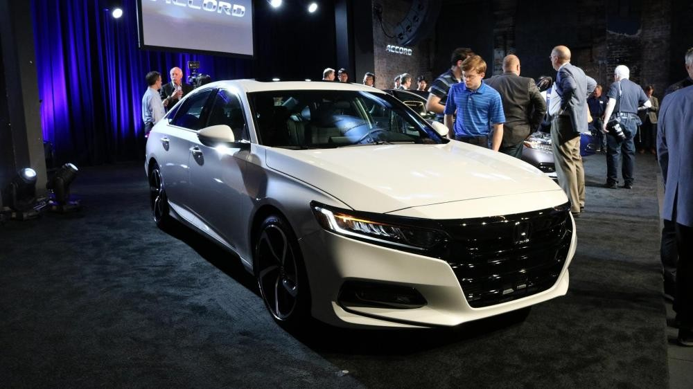 ngoại thất của Honda Accord 2018 và Toyota Camry 2018