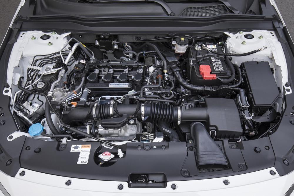 trang bị động cơ Honda Accord 2018 và Toyota Camry 2018