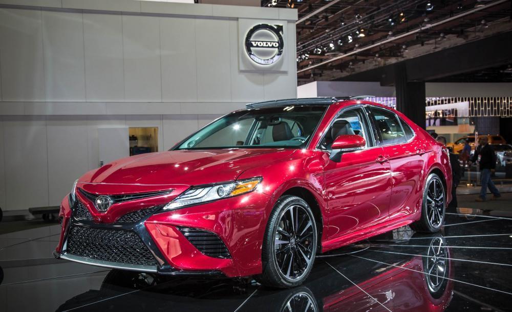 thiết kế ngoại thất của Honda Accord 2018 và Toyota Camry 2018
